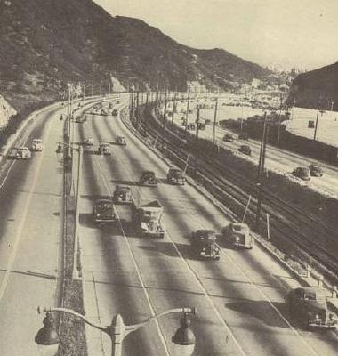1946_heavy_traffic_flowing_cropped