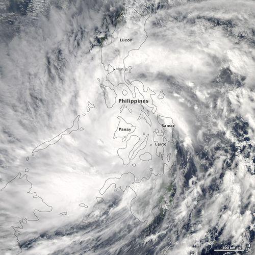 Haiyan_typhoon_2013_NASA